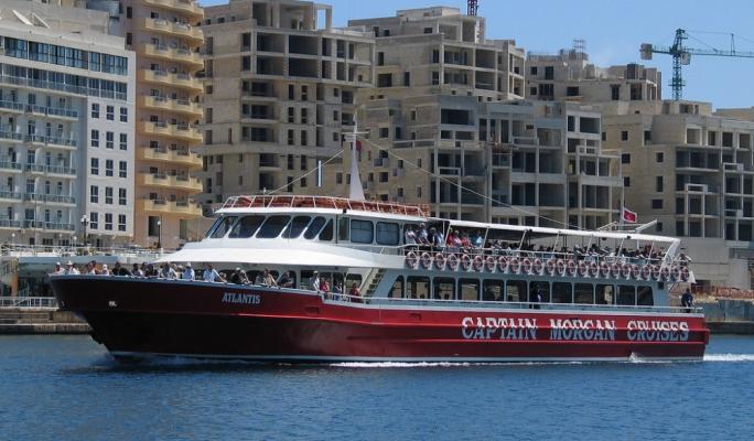 Captain Morgan's Atlantis replaces Bahari in housing migrants outside territorial waters