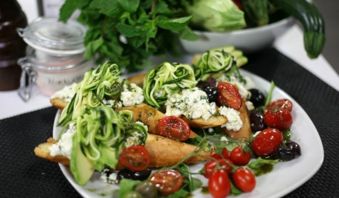 [WATCH] Zucchini and ricotta bruschetta