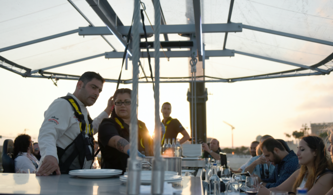 WATCH Dinner In The Sky Taking Fine Dining To New Heights - Dinner in the sky an unforgettable experience