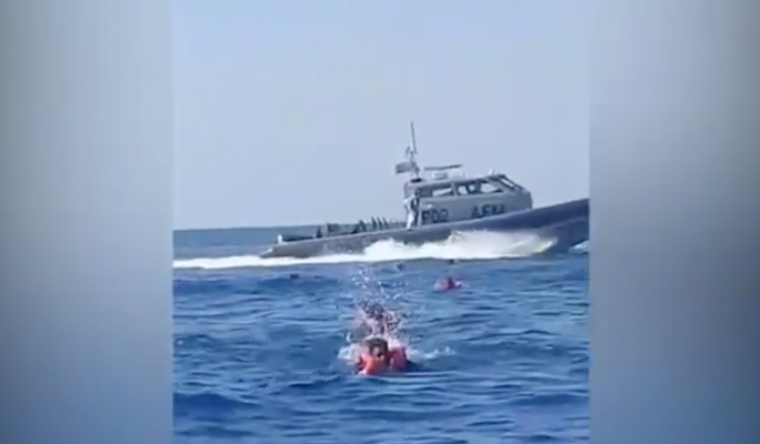 [WATCH] Armed Forces attempted pushback before directing migrants to Pozzallo