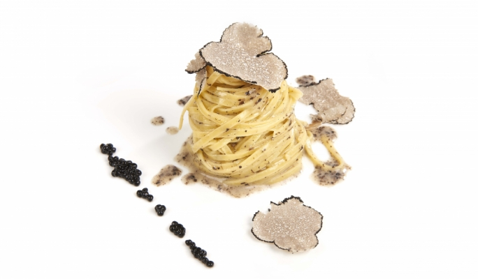 Tagliolini with fresh truffles and black truffle sauce